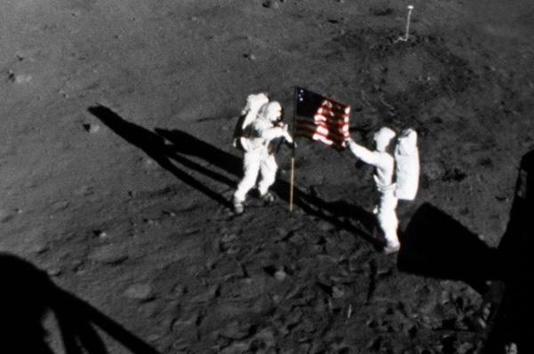Pourquoi la vidéo des premiers pas sur la Lune n'est pas fake ?